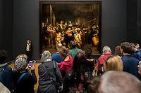 La Compagnie de Frans Banning Cocq et Willem van Ruytenburch, dite la Ronde de nuit, est un tableau de Rembrandt qui date de 1642.<br /> <br /> Militia Company of District II under the Command of Captain Frans Banninck Cocq, also known as The Shooting Company of Frans Banning Cocq and Willem van Ruytenburch, but commonly referred to as The Night Watch (Dutch: De Nachtwacht), is a 1642 painting by Rembrandt van Rijn<br /> <br /> Le Rijksmuseum Amsterdam est un musee national consacre aux beaux-arts, a l'artisanat et a l'histoire du pays. Il est le plus important musée neerlandais en termes de frequentation et d'œuvres d'art avec plus de 2 450 000 visiteurs en 2014 pour un fond d'environ un million de pieces.<br /> Situe entre la Stadhouderskade et la Museumplein (la «Place des Musees»), dans l'arrondissement Amsterdam Oud-Zuid, il presente au public, a travers quelque deux cents salles d'expositions une vaste collection de peintures du siecle d'or neerlandais. <br /> C'est aussi au Rijksmuseum qu'est attache le Rijksprentenkabinet (le «Cabinet national des estampes»). Le musee possede en outre une riche collection d'objets d'art asiatiques.<br /> Le Rijksmuseum a ete fondee a La Haye en 1800 et a demenage à Amsterdam en 1808. Il était situe d'abord dans le palais royal et plus tard dans les Trippenhuis.<br /> Le batiment principal actuel a été conçu par Pierre Cuypers et a ouvert ses portes en 1885.<br /> Le 13 Avril 2013, apres une renovation de dix ans qui a coute 375 millions €, le batiment principal a ete rouvert par la reine Beatrix.<br /> <br /> The Rijksmuseum  (Imperial Museum) is a Dutch national museum dedicated to arts and history in Amsterdam. The museum is located at the Museum Square in the borough Amsterdam South, close to the Van Gogh Museum, the Stedelijk Museum Amsterdam, and the Concertgebouw.<br /> The Rijksmuseum was founded in The Hague in 1800 and moved to Amsterdam in 1808, where it was first located in the Royal Palace and later in the Trippe