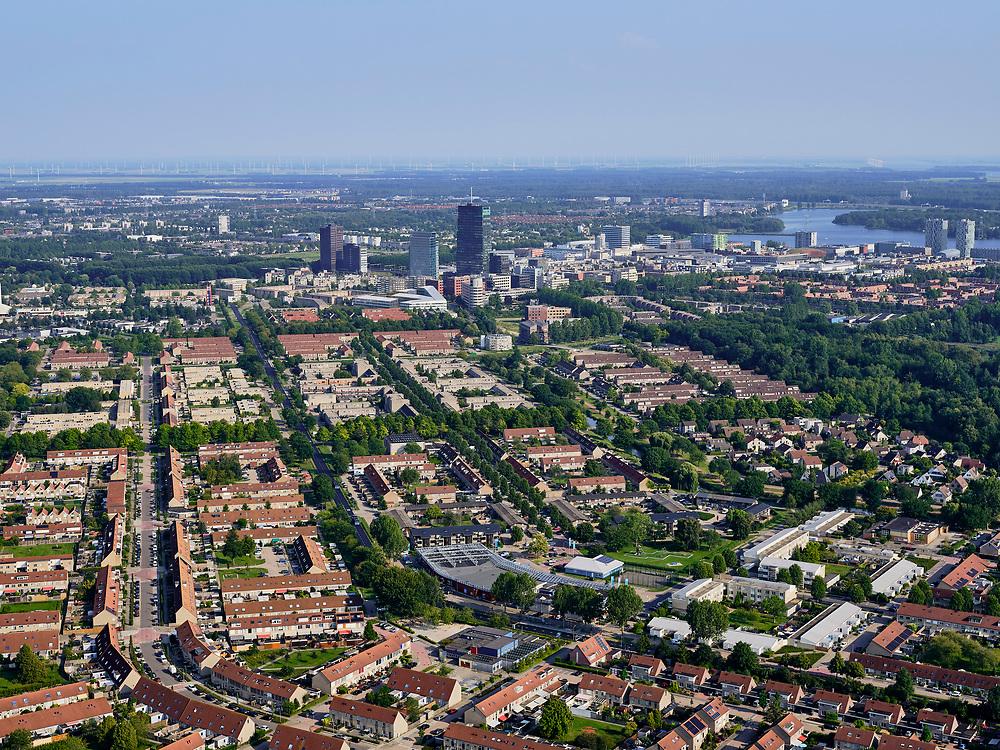 Nederland, Flevoland, Almere, 26-08-2019; Almere Stad met overzicht Kruidenwijk, gezien naar stationsgebied rond station Almere Centrum, met Weerwater rechts.<br /> Residential area, overview in the direction of Almere Centrum station.<br /> <br /> luchtfoto (toeslag op standard tarieven);<br /> aerial photo (additional fee required);<br /> copyright foto/photo Siebe Swart
