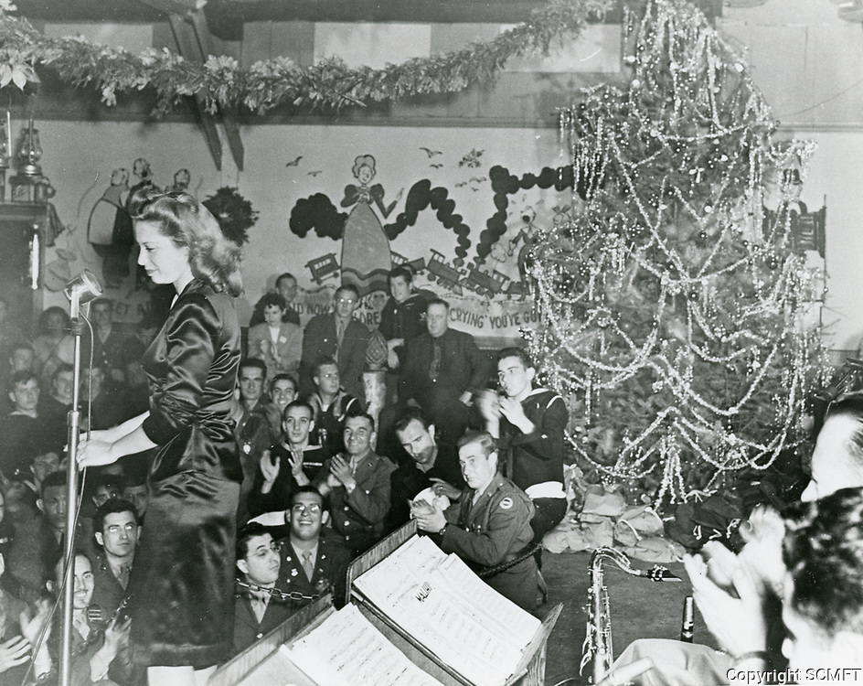 1944 Dinah Shore entertains the audience during Christmas at the Hollywood Canteen