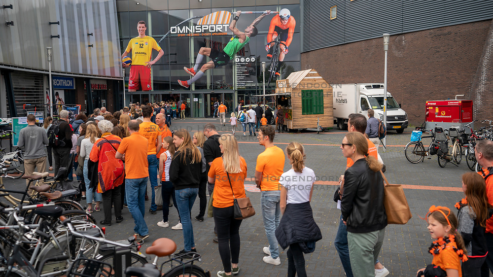 30-05-2019 NED: Volleyball Nations League Netherlands - Poland, Apeldoorn<br /> En masse to the game of Orange, but you have to wait in line