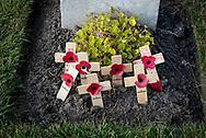 België. Passendale. Tyne Cot Cemetery vlakbij Ieper, is de grootste Commonwealth begraafplaats op het vasteland en ook de belangrijkste getuige van de bloedige Slag van Passendale. Ongeveer 12.000 soldaten liggen hier begraven. Foto: Gerrit de Heus Belgium. Passendale. Near the town of Ieper in Belgium is Tyne Cot Cemetery, the largest Commonwealth War Graves Commission cemetery in the world. It is now the resting place of more than 11,900 servicemen of the British Empire from the First World War. Photo: Gerrit de Heus