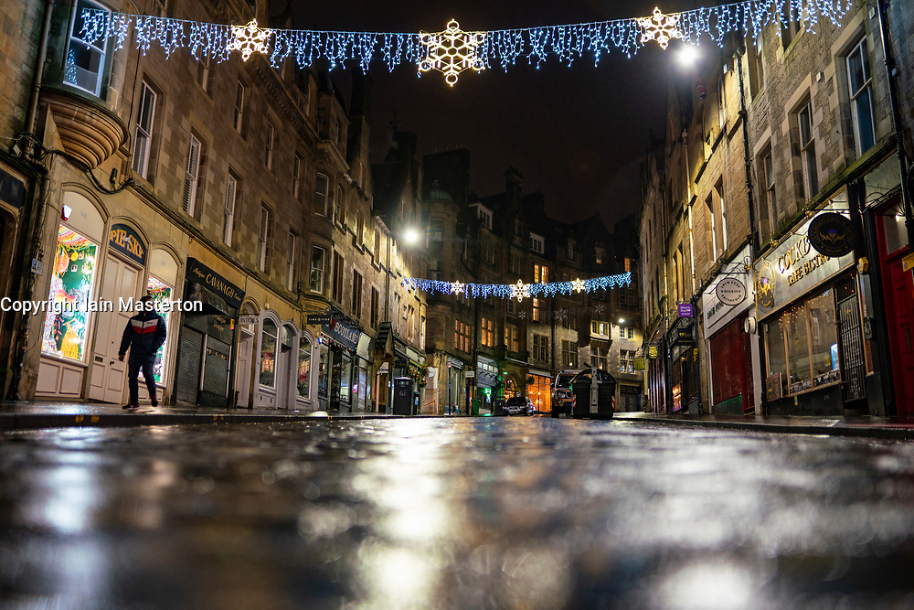 Edinburgh, Scotland, UK. 31 December 2020. Scenes of empty streets at night on Hogmanay in Edinburgh City Centre.Pre Covid-19 pandemic , the city was famous for its street entertainment on New Year's Eve and attracted many thousands of tourists every year to enjoy the New Year celebrations. Pic; Cockburn Street in the Old Town is deserted. Iain Masterton/Alamy Live News