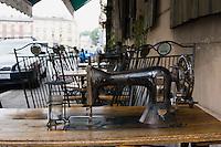 Singer pub cafe
