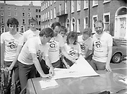 Co-operation North's cyclists with Sean Kelly, <br /> 21st May 1984