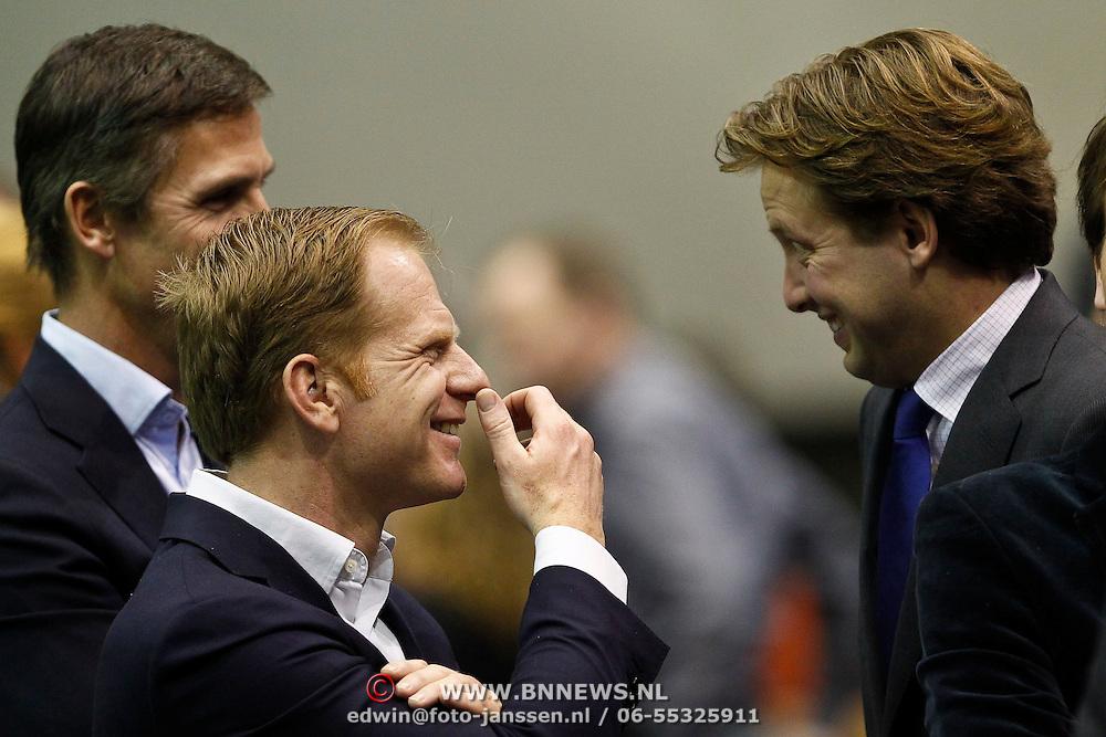 NLD/Rotterdam/20100214 - ABN - AMRO tennistoernooi 2010, finale, Prins Floris in gesprek met Roel Vente en partner