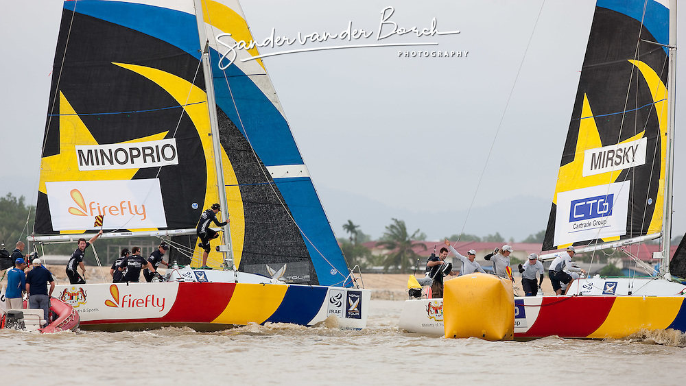 Adam Minoprio (NZL) and Torvar Mirsky (AUS) asking for a penalty at the top mark.Monsoon Cup 2009. Kuala Terengganu, Malaysia. 3 December 2009. Photo: Sander van der Borch / Subzero Images