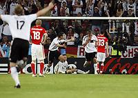 GEPA-0806085951 - KLAGENFURT,AUSTRIA,08.JUN.08 - FUSSBALL - UEFA Europameisterschaft, EURO 2008, Deutschland vs Polen, GER vs POL. Bild zeigt Per Mertesacker (GER), Wojciech Lobodzinski (POL), den Jubel von Miroslav Klose und Lukas Podolski (GER), und Marcin Wasilewski (POL).<br />Foto: GEPA pictures/ Oskar Hoeher