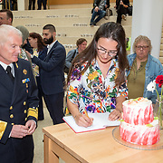 NLD/Den Haag/201905228 - Boekpresentatie winnares Heel Holland Bakt 2019 Anna aan Minister Bijleveld, aan admiraal Kramer