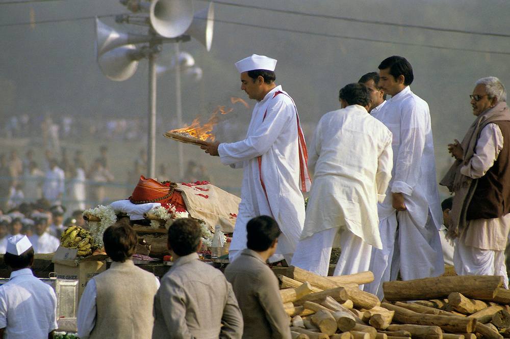 Rajiv Gandhi lights the funeral pyre of his late mother Indira Gandhi  after her assasination in october 1984. New Delhi, India. November 1984. Photographed by Jayne Fincher