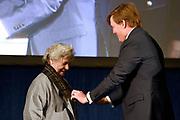 Koning Willem Alexander reikt Erasmusprijs 2016 uit aan  aan Britse schrijfster A.S. (Antonia Susan) Byatt.<br /> <br /> King Willem Alexander awards the  Erasmus Prize 2016 to British writer A.S. (Antonia Susan) Byatt.<br /> <br /> Op de foto / On the photo: <br />   Koning Willem-Alexander reikt in het Koninklijk Paleis Amsterdam de Erasmusprijs 2016 uit aan Britse schrijfster A.S. (Antonia Susan) Byatt.<br /> <br /> King Willem-Alexander presented at the Royal Palace in Amsterdam, the Erasmus Prize in 2016 to British writer A.S. (Antonia Susan) Byatt.