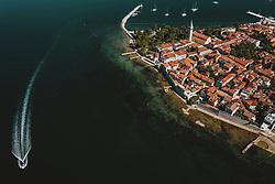 THEMENBILD - Blick auf die Küstenstadt Novigrad mit der Altstadt bei Sonnenschein, aufgenommen am 05. Juli 2020 in Novigrad, Kroatien // View of the coastal city of Novigrad with the old town in sunshine, Croatia on 2020/07/05. EXPA Pictures © 2020, PhotoCredit: EXPA/ JFK
