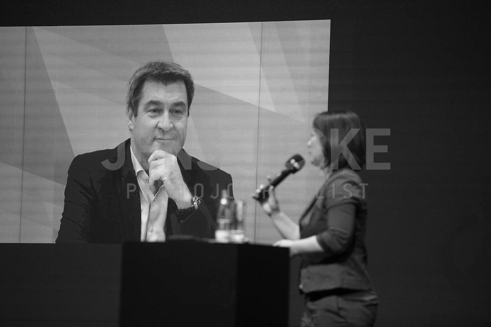 DEU, Deutschland, Germany, Berlin, 06.10.2020: Policy Talk mit Bayerns Ministerpräsident Dr. Markus Söder (CSU) und Annalena Baerbock, Bundesvorsitzende von BÜNDNIS 90/DIE GRÜNEN, beim Tag der Industrie (TDI) des Bundesverbands der Deutschen Industrie (BDI) in der Verti Music Hall.