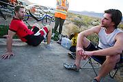 Todd Reichert en Jan Bos tijdens de vijfde racedag. In Battle Mountain (Nevada) wordt ieder jaar de World Human Powered Speed Challenge gehouden. Tijdens deze wedstrijd wordt geprobeerd zo hard mogelijk te fietsen op pure menskracht. Het huidige record staat sinds 2015 op naam van de Canadees Todd Reichert die 139,45 km/h reed. De deelnemers bestaan zowel uit teams van universiteiten als uit hobbyisten. Met de gestroomlijnde fietsen willen ze laten zien wat mogelijk is met menskracht. De speciale ligfietsen kunnen gezien worden als de Formule 1 van het fietsen. De kennis die wordt opgedaan wordt ook gebruikt om duurzaam vervoer verder te ontwikkelen.<br /> <br /> In Battle Mountain (Nevada) each year the World Human Powered Speed Challenge is held. During this race they try to ride on pure manpower as hard as possible. Since 2015 the Canadian Todd Reichert is record holder with a speed of 136,45 km/h. The participants consist of both teams from universities and from hobbyists. With the sleek bikes they want to show what is possible with human power. The special recumbent bicycles can be seen as the Formula 1 of the bicycle. The knowledge gained is also used to develop sustainable transport.