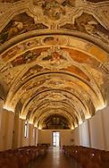 Napoli,San Lorenzo Maggiore, Ex refettorio dei Frati, Sala Sisto V.Naples, San Lorenzo, the former refectory of the Friars, Sixtus V Room.