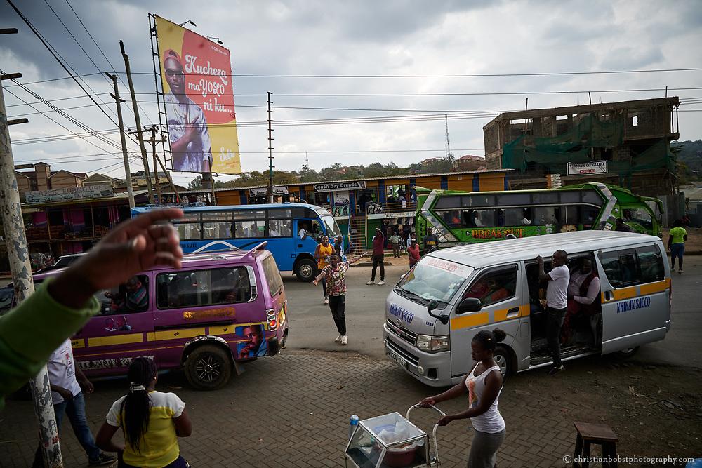 Die Massai Lounge in Rongai ist die Haupt-Busstation im Vorort Rongai. Die Ronhai - Nairobi Linie ist bekannt für seine spektakulären und für ihren Fahrstil berüchtigten Matatus.