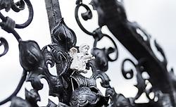 THEMENBILD - ein Engel auf einem Grabkreuz. Am 1. November, gedenken Katholiken aller Menschen, die in der Kirche als Heilige verehrt werden. Das Fest Allerseelen am darauf folgenden 2. November, ist dem Gedaechtnis aller Verstorbenen gewidmet, aufgenommen am 30.10.2016, Kaprun, Oesterreich // an angel on a grave Cross, on All Saints' Day 1st November, Catholics remember all people who are venerated as saints in the church. The festival Souls on the following second November is dedicated to the memory of all deceased, taken at the cemetery in Kaprun, Austria on 2016/10/30. EXPA Pictures © 2016, PhotoCredit: EXPA/ JFK