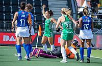 AMSTELVEEN -  Anna O'Flanagan (Ier) heeft gescoord tijdens de dames -wedstrijd  ,  Ierland-Italie (3-0) bij het  EK hockey , Eurohockey 2021. keeper Sofia Monserrat (It) COPYRIGHT KOEN SUYK