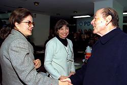 Dilma Rousseff, como Secretaria Estadual de Minas e Energia do Governo Olívio Dutra cumprimenta Leonel Brizola no Congresso Estadual do PDT realizado na Assembléia Legislativa do RS,no dia 12/06/1999. . FOTO: Sérgio Néglia/Preview.com