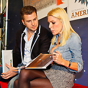 NLD/Amsterdam/20101115 - Presentatie Douwe Egberts Sinterklaasboeken Openbare Bibliotheek Amsterdam, Winston Gerschtanowitz wordt geintervieuwd door Judith Osborn