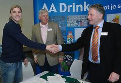 17-02-2007 ATLETIEK: AA DRINK TALENTTEAM: GENT<br /> Ondertekening sponsorcontract tussen AA Drink en het Talentteam / Jolanda Keizer, Cees Pille en Rien van Haperen<br /> ©2007-WWW.FOTOHOOGENDOORN.NL