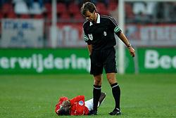 09-05-2007 VOETBAL: PLAY OFF: UTRECHT - RODA: UTRECHT<br /> In de play-off-confrontatie tussen FC Utrecht en Roda JC om een plek in de UEFA Cup is nog niets beslist. De eerste wedstrijd tussen beide in Utrecht eindigde in 0-0 / Scheidsrechter JW Wegereef - Specsavers<br /> ©2007-WWW.FOTOHOOGENDOORN.NL