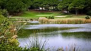 23-10-2018 Almenara Golf Club in Sotogrande, Cádiz, ontworpen door Dave Thomas.<br /> ALMENARA: De prachtige par-3 zevende van Los Lagos