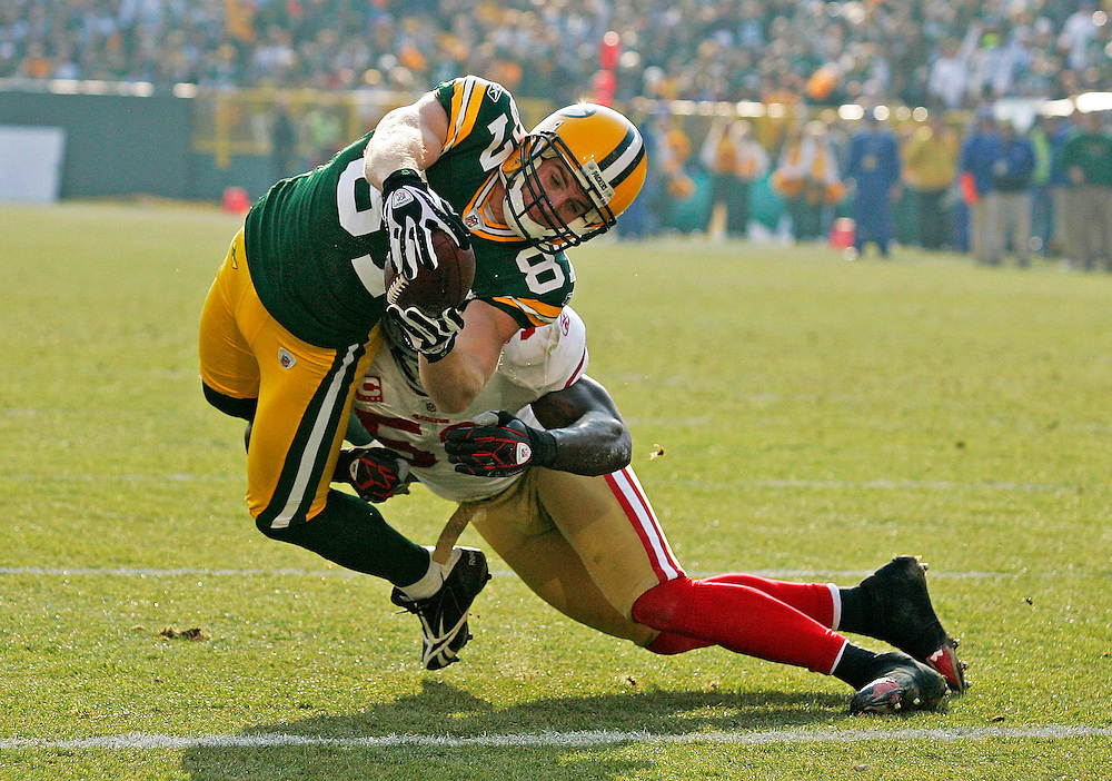 Green Bay Packers wide receiver Jordy Nelson dives into the end zone against the San Francisco 49ers during an NFL football game Sunday, Nov. 22, 2009, in Green Bay, Wis. (AP Photo/Matt Ludtke)