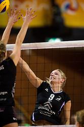 20-02-2016 NED: Coolen Alterno - Eurosped TVT, Almere<br /> Eurosped wint met 3-2 van Alterno en speelt morgen de finale / Linda te Molder #9 of Alterno