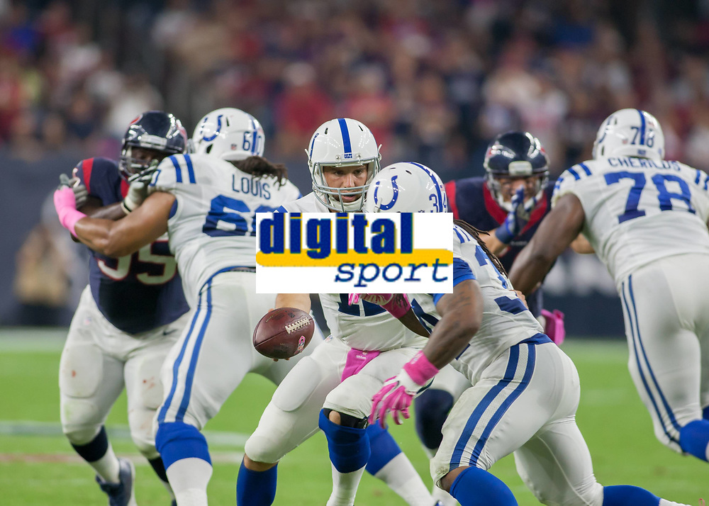October 9, 2014: Indianapolis Colts Quarterback Andrew Luck (12) passes the ball to Indianapolis Colts Place Kicker Adam Vinatieri (4) during the NFL American Football Herren USA game between the Indianapolis Colts and the Houston Texas at NRG Stadium in Houston, TX. NFL American Football Herren USA OCT 09 Colts at Texans PUBLICATIONxINxGERxSUIxAUTxHUNxRUSxSWExNORxONLY Icon14100916<br /> <br /> October 9 2014 Indianapolis Colts Quarterback Andrew Luck 12 Pass The Ball to Indianapolis Colts Place Kicker Adam Vinatieri 4 during The NFL American Football men USA Game between The Indianapolis Colts and The Houston Texas AT NRG Stage in Houston TX NFL American Football men USA OCT 09 Colts AT Texans PUBLICATIONxINxGERxSUIxAUTxHUNxRUSxSWExNORxONLY