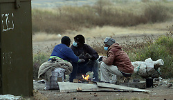 South Africa - Pretoria  - 16 June 2020 - Men keep warm by a fire next to Magiel street in Centurion.<br />Picture: Jacques Naude/African News Agency(ANA)