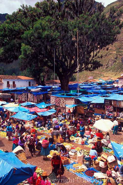 PERU, HIGHLANDS, MARKETS Pisac; famous produce and craft market