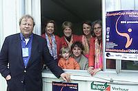 BLOEMENDAAL - Jen Hendrik Meurer met zijn commissie , oa Agaath Bovelander, Andy Citroen, Mart Schipper. tijdens de Europacup 2001. COPYRIGHT KOEN SUYK