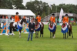 Team Netherlands<br /> chef d'equipe Sven Harmsen, Teddy Van de Rijt, Kelly Jochems, Leontine Bruin, Lisa Nooren<br /> European Championship Poneys Fontainebleau 2012<br /> © Dirk Caremans