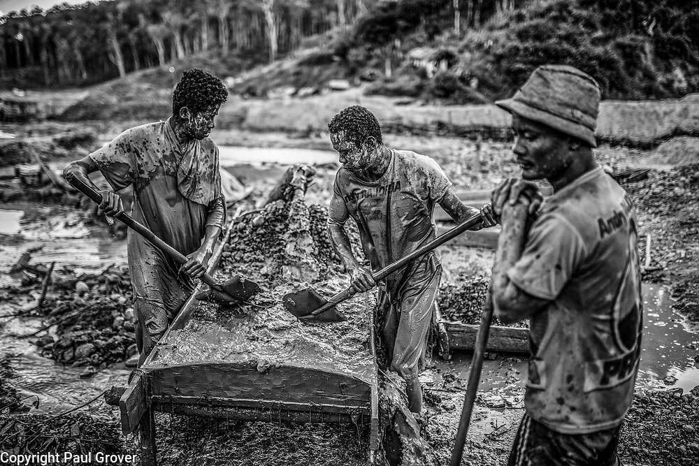 Fea0093883. DT News.Tananarive a mining village near AMBATONDRAZAKA,The Ankeniheny-Zahamena Corridor, Madagascar.Pic Shows miners wqorking through the mud looking for sapphires in the village of Tananarive
