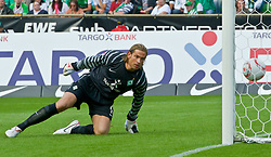 28.08.2010, Weser Stadion, Bremen, GER, 1.FBL, Werder Bremen vs 1. FC Koeln im Bild  2:1 durch Lukas Podolski (Koeln #10) Keeper Tim Wiese ( Werder #01) schaut hinterher   EXPA Pictures © 2010, PhotoCredit: EXPA/ nph/  Kokenge+++++ ATTENTION - OUT OF GER +++++ / SPORTIDA PHOTO AGENCY