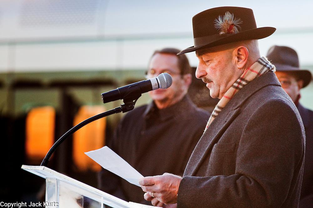 27 DECEMBER 2008 -- PHOENIX, AZ: Light rail CEO Rick Simonetta (CQ) opened the light rail opening ceremony. gMetro Light Rail started running Saturday, Dec. 28. The light rail line is 20 miles long and cost $1.4 billion dollars. PHOTO BY JACK KURTZ