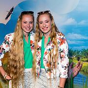 NLD/Amsterdam/20160716 - Groene loper première Meester Kikker, Mylène en Rosanne Waalewijn