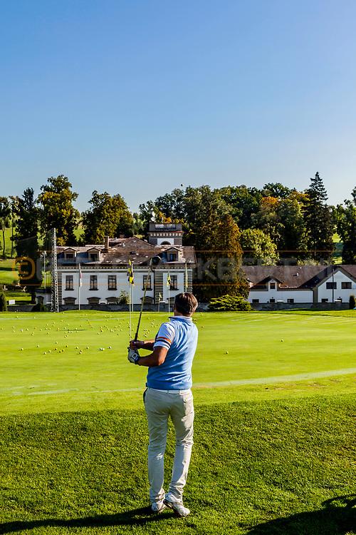 19-09-2015: Golf & Spa Resort Konopiste in Benesov, Tsjechië.<br /> Foto: Chipping green met uitzicht op het hoofdgebouw