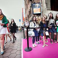 Nederland, Amsterdam , 27 april 2013..Beautygloss gala..Meisjes uit het hele land wachten in rijen voor de Beurs van Berlage  tot het moment dat ze naar binnen mogen voor de Beautygloss gala , waar ze zich heerlijk kunnen laten verwennen op Beauty producten en modeshows etc.nagels lakken, haar styling etc...Foto:Jean-Pierre Jans