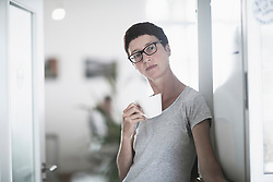 Mature woman drinking coffee in the office, Freiburg im Breisgau, Baden-W¸rttemberg, Germany