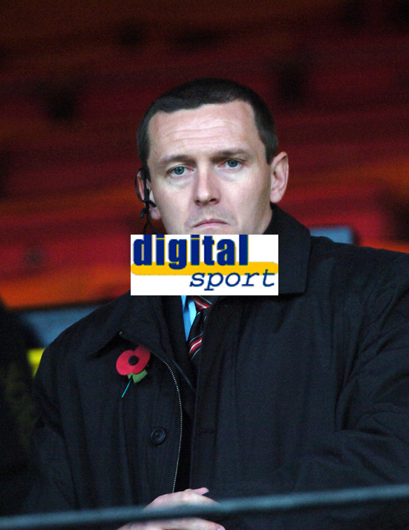 Photo: Tony Oudot/Sportsbeat Images.<br /> Watford v West Bromwich Albion. Coca Cola Championship. 03/11/2007.<br /> Watford manager Adrian Boothroyd watches from the stands
