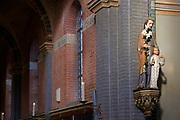 Nederland, Overasselt, 20-1-2019Interieur van de Anthonius, antonius abt, kerk tijdens een drukbezochte mis vanwege de zegening van de schuttersgildevlag. Van cultuurhistorische waarde als bijzondere uitdrukking van het herstel van de 16de eeuwse parochie-indeling, in casu de splitsing van Neder- en Overasselt, en verbonden met het religieuze bewustzijn van de plaatselijke rooms-katholieke gemeenschap in het laatste kwart van de 19de eeuw. Architect C. Weber .Foto: Flip Franssen