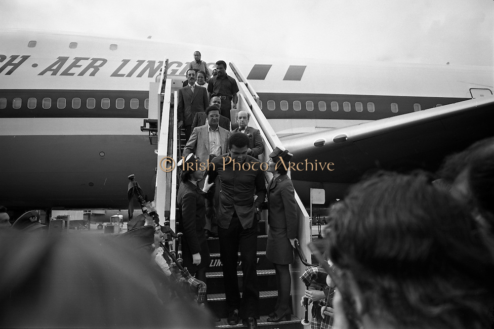 Muhammed Ali arrives at Dublin Airport, Ireland for his fight against `Al Blue Lewis in  Croke Park, Dublin, Ireland, in 19th July 1972.<br /> Muhammed Ali arrives at Dublin Airport, Ireland.11/07/1972