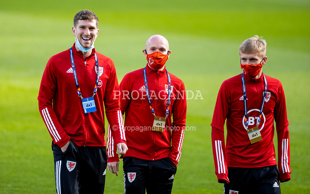 DUBLIN, REPUBLIC OF IRELAND - Sunday, October 11, 2020: Wales' Chris Mepham (L), Jonathan Williams (C) and Matthew Smith (R), wearing face masks, before the UEFA Nations League Group Stage League B Group 4 match between Republic of Ireland and Wales at the Aviva Stadium. The game ended in a 0-0 draw. (Pic by David Rawcliffe/Propaganda)