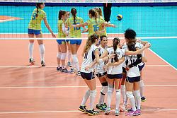 27-09-2015 NED: Volleyball European Championship Slovenie - Italie, Apeldoorn<br /> Italie wint met 3-0 van Slovenie / Vreugde bij Italie<br /> Photo by Ronald Hoogendoorn / Sportida
