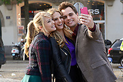 Opnamen van The Bold & The Beautiful op de dam in Amsterdam. / On the set of The Bold & The Beautiful at the dam in Amsterdam.<br /> <br /> Op de foto / On the photo:  (VLNR) Kim Matula, Kelly Kruger and Darin Brooks make a selfie