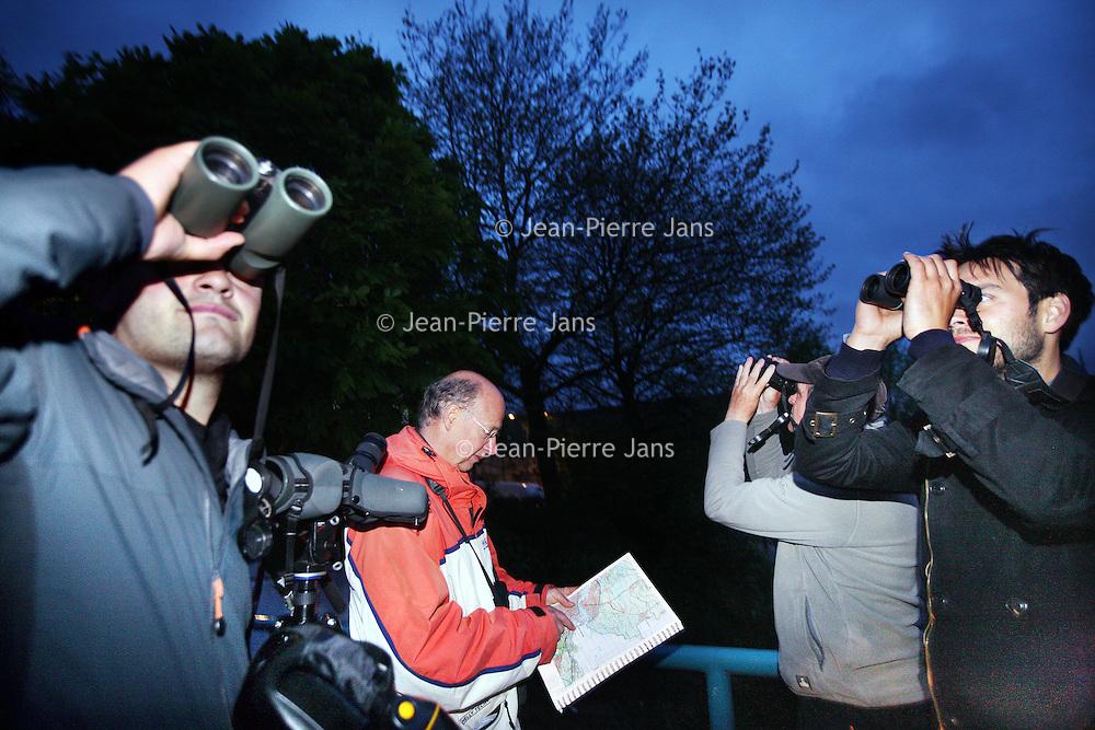 Nederland, Amsterdam , 4 mei 2012..Team dat meedoet aan 24 uurs race om zoveel mogelijk vogels op te sporen en te noteren in Amsterdam en omgeving Noord Holland .Foto:Jean-Pierre Jans