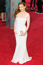 © Licensed to London News Pictures. 14/02/2016. London, UK. ISLA FISHER arrives on the red carpet at the EE British Academy Film Awards 2016 Photo credit: Ray Tang/LNP
