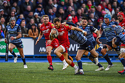 Scarlets' Gareth Davies is tackled by Cardiff Blues' Tomos Williams - Mandatory by-line: Craig Thomas/Replay images - 31/12/2017 - RUGBY - Cardiff Arms Park - Cardiff , Wales - Blues v Scarlets - Guinness Pro 14