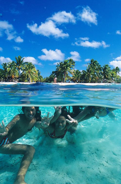 Cook Islands, K?ki '?irani, South Pacific Ocean, Aitutaki, One Foot Island, kids mugging for camera underwater